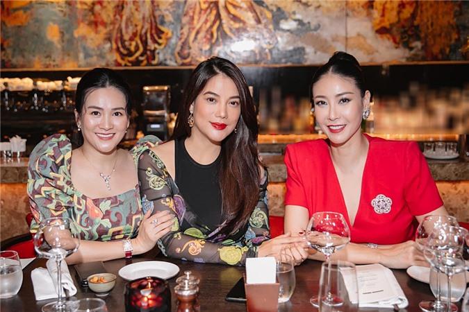 Anh Thơ - diễn viên Trương Ngọc Ánh và hoa hậu Hà Kiều Anh chơi thân hơn 10 năm nay. Cả ba bằng tuổi, có nhiều sở thích chung.