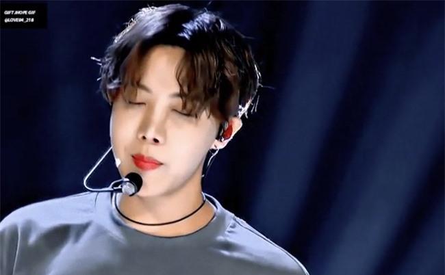 Fan 'phát cuồng' trước visual của BTS trong concert online - Ảnh 8