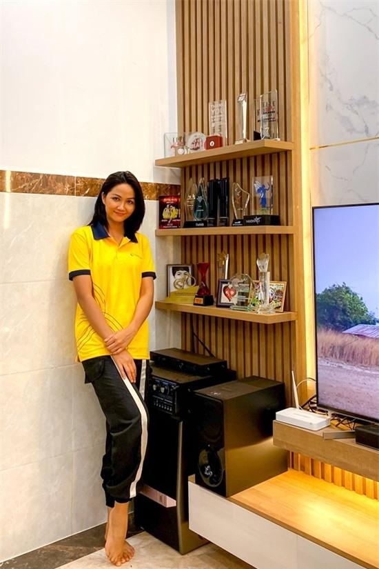 Góc TV được HHen trưng bày nhiều giải thưởng trong hơn hai năm qua.