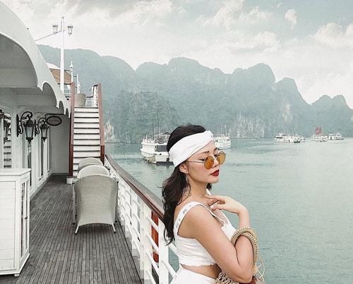 CNN từng nhận xét vịnh Hạ Long (Quảng Ninh) là nơi không thể bỏ qua khi đến Việt Nam. Hầu hết du khách tới Việt Nam đều chọn Hạ Long, một trong 25 kỳ quan thiên nhiên đẹp nhất thế giới, làm điểm đến. Tới đây, bạn không chỉ được chiêm ngưỡng cảnh sắc đẹp mà còn có thể tham gia nhiều trải nghiệm đáng nhớ như chèo thuyền kayak, ngồi trực thăng ngắm toàn cảnh vịnh... Ảnh: ko.gxx.