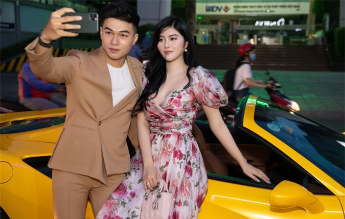 Huỳnh Tiên chụp ảnh cùng hot boy Kha Vũ.