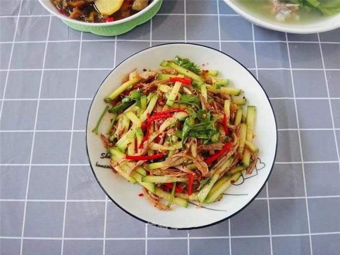 Thịt vịt trộn chua ngọt với nguyên liệu và cách làm đơn giản.