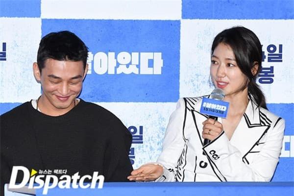 Park Shin Hye công khai thân mật với Yoo Ah In, ánh mắt đằng gái nhìn đằng trai quá tình khiến dân mạng phát sốt 6