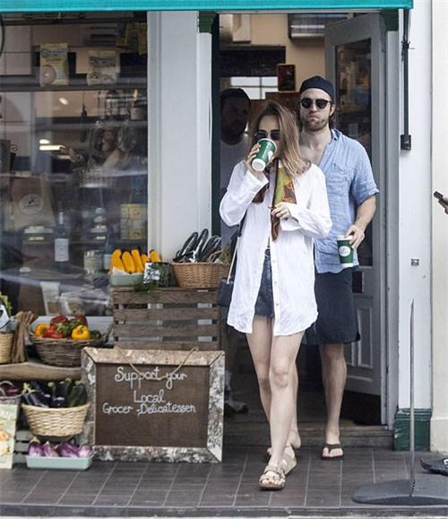 Cặp sao đã hẹn hò ba năm nay, được các fan của cả hai hết mình ủng hộ. Suki trước đây là bạn gái của tài tử Bradley Cooper khoảng hai năm còn Robert từng bị người hâm mộ phản đối khi yêu nữ ca sĩ FKA Twigs.