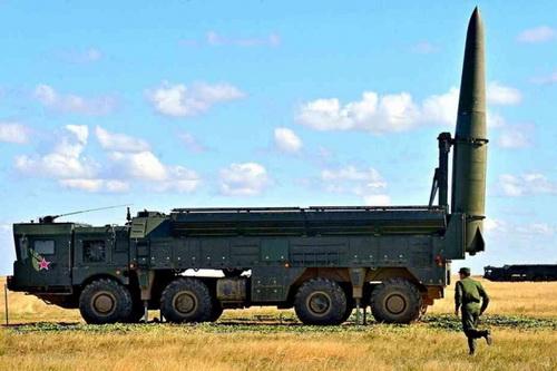 Tổ hợp tên lửa đạn đạo chiến thuật Iskander-M. Ảnh: Lenta.