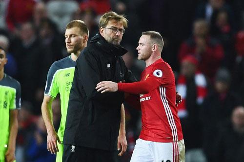 Rooney và HLV Klopp (trái).