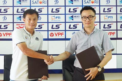 Thành Lương gia hạn hợp đồng mới với CLB Hà Nội. Ảnh: Hanoi Football Club