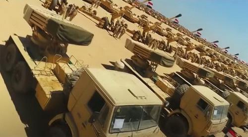 Quân đội Ai Cập đã dồn một lực lượng lớn tới biên giới Libya. Ảnh: Al Masdar News.
