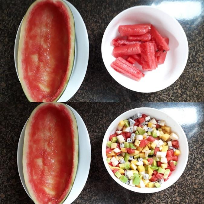 Nửa quả dưa hấu nạo lấy ruột, dùng phần vỏ để đựng hoa quả làm thạch