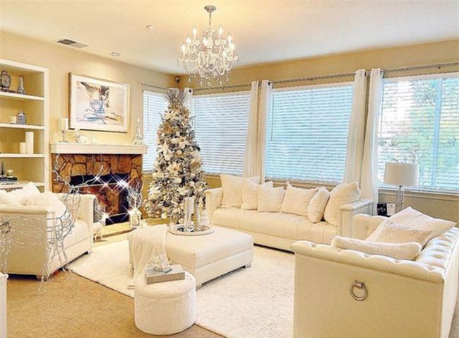 Phòng khách ngôi biệt thự thiết kế gam màu trắng tinh tế