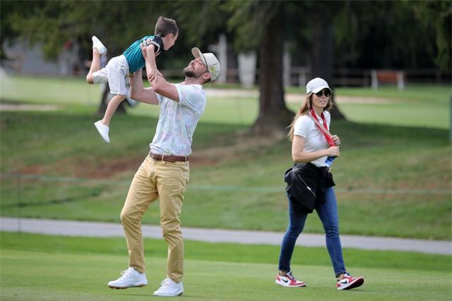 Justin Timberlake cảm ơn vợ vì đã biến mình thành một ông bố - Ảnh 1.