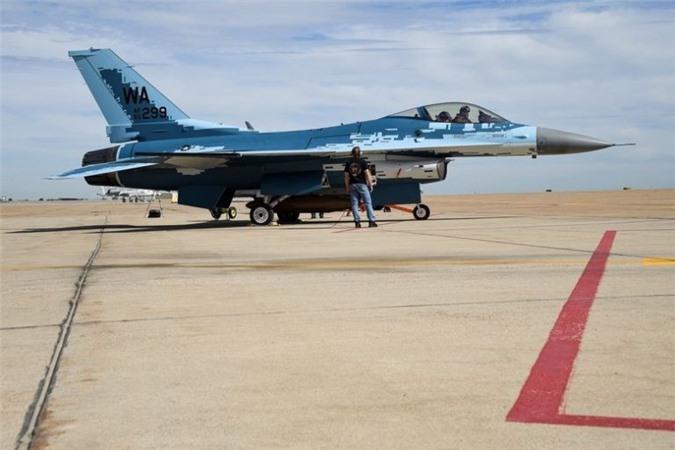 My cho tiem kich F-16 gia dang Su-57 Nga de tim cach khac che