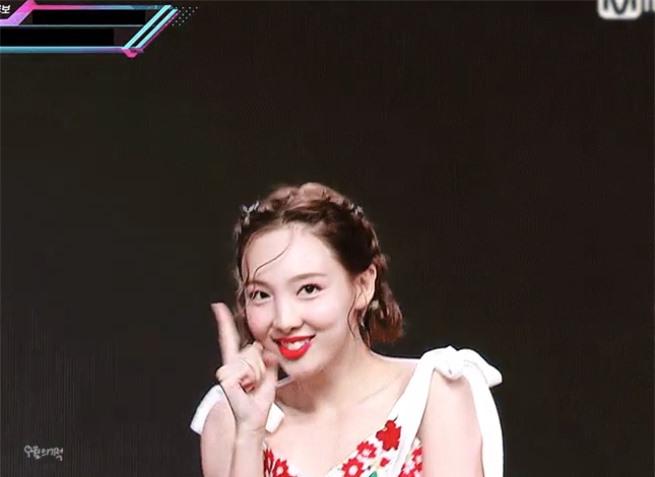 Visual tươi mát như trái cây mùa hè của Na Yeon (Twice) - Ảnh 3