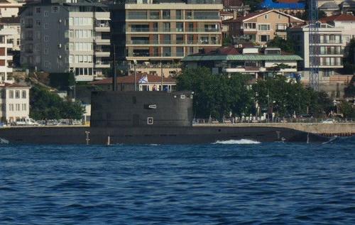 Tàu ngầm tấn công diesel-điện Rostov-on-Don lớp Kilo 636.3 đã có mặt tại Syria. Ảnh: TASS.