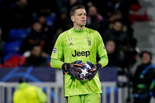 Thủ môn: Wojciech Szczesny (Juventus, 30 tuổi, giá trị chuyển nhượng: 32 triệu euro).