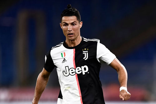 Tiền đạo: Cristiano Ronaldo (Juventus, 35 tuổi, giá trị chuyển nhượng: 60 triệu euro).