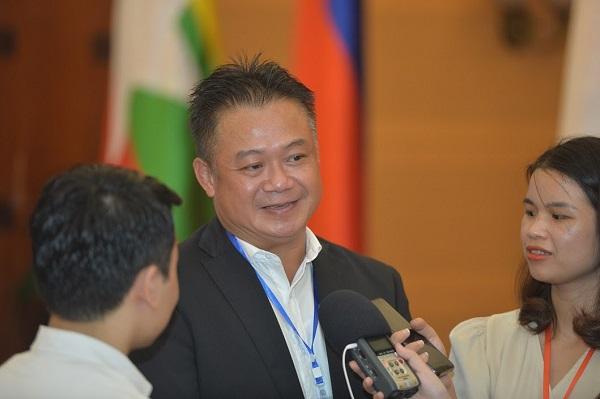 ông Saithidet Inthaxom, Tham tán Kinh tế và Thương mại Lào tại Việt Nam.