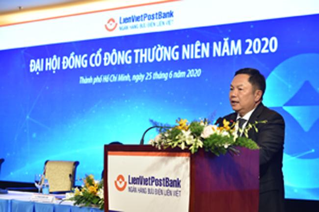 Ông Huỳnh Quang Huy, Chủ tịch Hội đồng Quản trị LienVietPostBank, phát biểu khai mạc đại hội cổ đông thường niên vào chiều 25-6 tại TPHCM