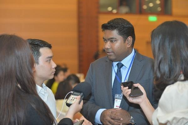 Ông Suresh Kaliyana Sundram, Tham tán kinh tế Đại sứ quan Malaysia tại Việt Nam cũng đánh giá cao Việt Nam trong việc ngăn chặn thành công Covid-19.
