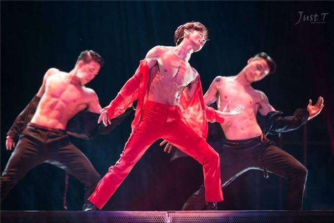 Bi Rain và những nam ca sĩ có cơ bụng 6 múi, thích khoe trên sân khấu - Ảnh 10
