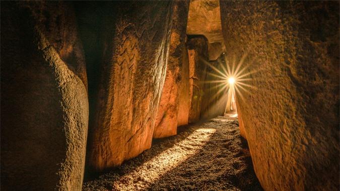 DNA lạ trong mộ cổ hoàng tử 3.200 tuổi tiết lộ cuộc hôn phối gây sốc - Ảnh 1.