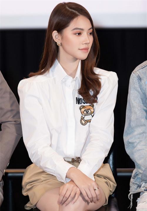 Jolie Nguyễn lần đầu tham gia đóng phim. Cô thể hiện nhân vật nàng tiểu thư nhà giàu chảnh choẹ tên Tuyết Anh trong web-drama Idol tỷ phú.