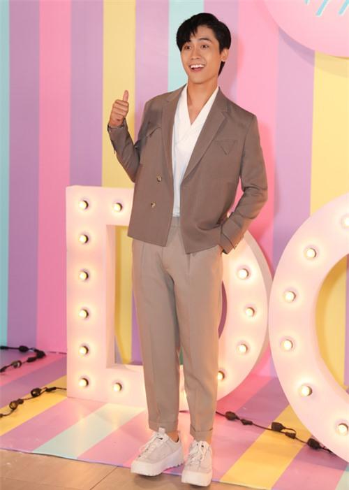 Diễn viên Võ Điền Gia Huy đóng vai chính - chàng công tử nhà giàu quyết bỏ nhà ra đi để theo đuổi đam mê ca hát.