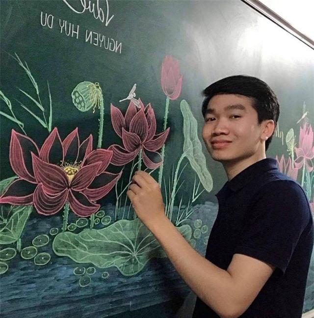 Thầy giáo 9X vẽ hoa phượng trên bảng phấn gây sốt cộng đồng mạng - Ảnh 11.