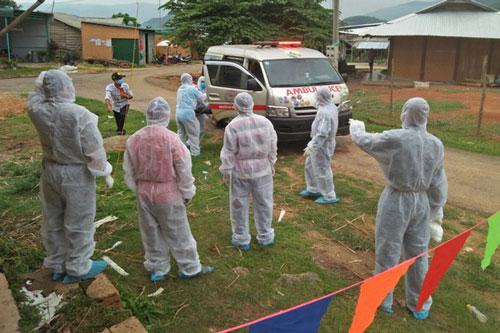 Trung tâm Kiểm soát Bệnh tật tỉnh Đắk Nông thực hiện các giải pháp phòng chống dịch bệnh. (Ảnh: Dân trí)