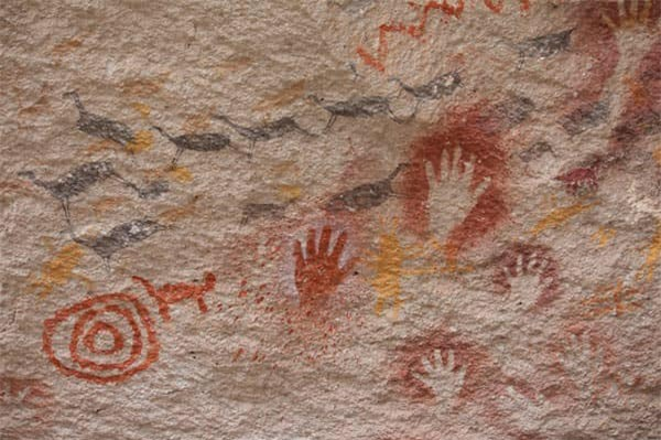 Rùng rợn hang động bàn tay hàng ngàn năm tuổi ở Argentina - Ảnh 4.
