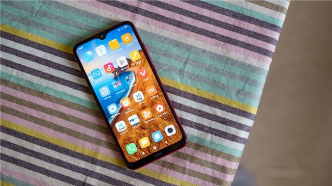 Xiaomi Redmi 8: Lên kệ tại Việt Nam hồi giữa tháng 10 năm ngoái, Xiaomi Redmi 8 được đánh giá là đối thủ đáng gờ trong phân khúc giá rẻ nhờ viên pin dung lượng cực khủng 5.000 mAh và khả năng sạc nhanh 18W tương tự như Vsmart Joy 3 ở trên.