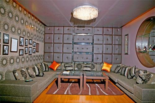 Trong căn biệt thự có phòng karoke riêng biệt