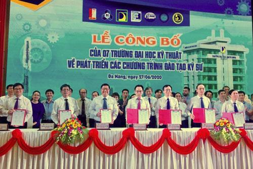 """7 trường đại học kỹ thuật hàng đầu Việt Nam """"liên thủ"""" đào tạo kỹ sư chuyên sâu nghề nghiệp."""