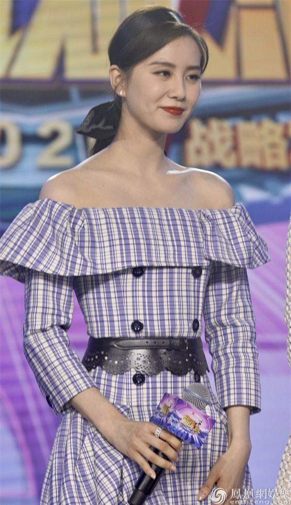 Vẫn là đẳng cấp nữ thần, Lưu Thi Thi xinh đẹp trẻ trung thách thức mọi góc chụp - Ảnh 4.