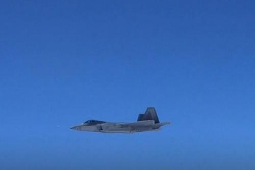 Tiêm kích tàng hình F-22 của Mỹ đã áp sát biên giới Nga mà không bị phát hiện. Ảnh: Lenta.