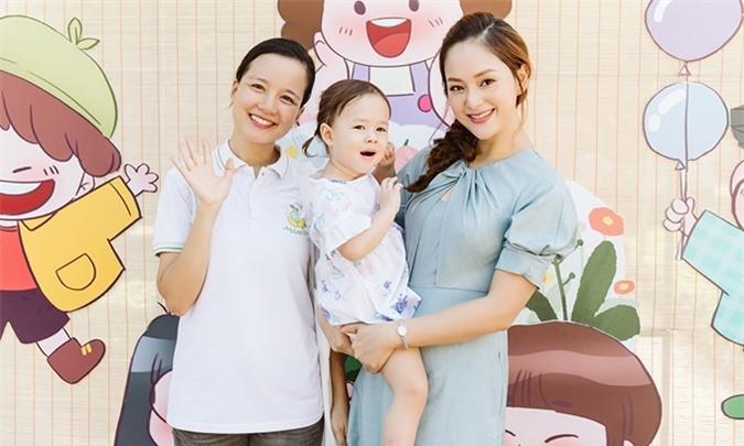 MC - hot mom Trang Moon dự hoạt động cùng hai mẹ con Lan Phương.