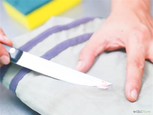 Mẹo hay loại bỏ vết kẹo cao su dính trên quần áo - 10