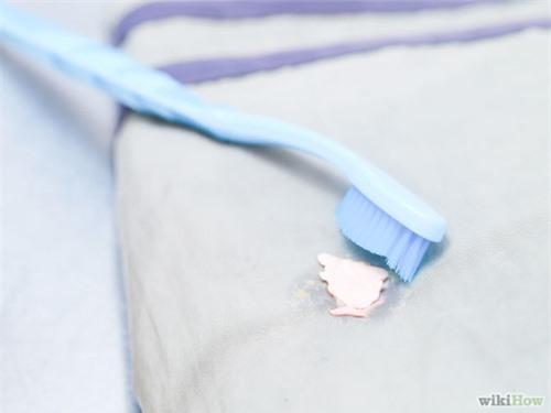 Mẹo hay loại bỏ vết kẹo cao su dính trên quần áo - 22