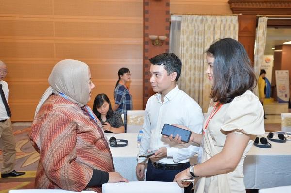 Ms. Masriati Lita S. Pratama, Counselor of Indonesian ambassador to Vietnam interviewed by Vietnamese enterprises.