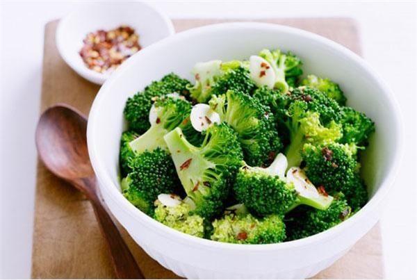 Xào súp lơ xanh đừng dại xào trực tiếp, thêm 1 bước này món ăn vừa giòn lại xanh mướt - 4