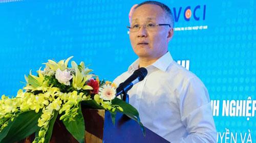 """Thứ trưởng Bộ Công Thương Trần Quốc Khánh phát biểu tại Hội nghị """"Tận dụng hiệu quả Hiệp định EVFTA: Cơ hội phát triển cho doanh nghiệp Việt Nam sau cú sốc Covid-19?""""."""