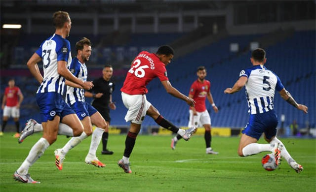 Greenwood với bàn thắng vào lưới Brighton tại vòng 32 Ngoại hạng Anh