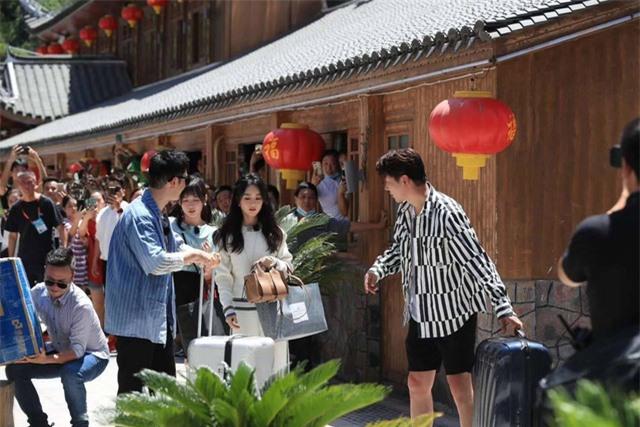 Xuất hiện tại show Nhà hàng Trung Hoa, Triệu Lệ Dĩnh lấn át tất cả - Ảnh 1.