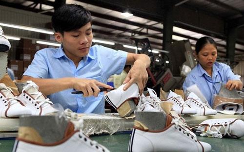 6 tháng đầu năm, kim ngạch xuất khẩu da giày chỉ đạt hơn 9 tỷ USD. (Ảnh minh họa: TTXVN)