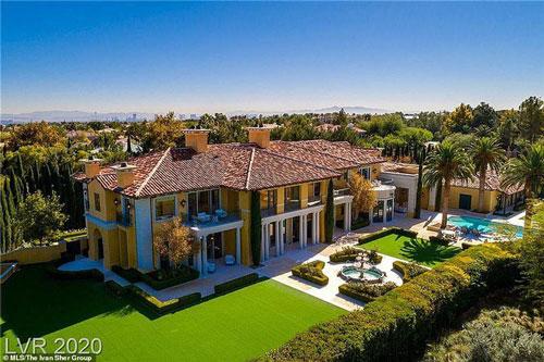 Summerlin giàu có, được mệnh danh là con phố tỷ phú của Las Vegas. Ông trùm cờ bạc Steve Wynn mua nó vào tháng 3/2018 với giá 13 triệu USD.SD của ông trùm cờ bạc Mỹ