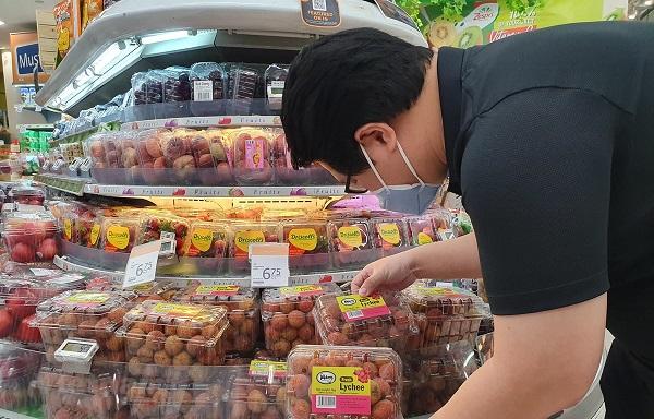 Vải thiều Việt Nam lần đầu tiên có mặt tại Singapore với mức giá rất cạnh tranh