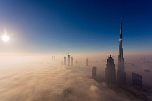 Burj Khalifa là tòa nhà cao nhất thế giới tính đến thời điểm hiện tại. Tòa tháp này được hoàn thành vào năm 2010, có tổng cộng 163 tầng với chiều cao lên tới 829,8 m. Đây có thể xem là một biểu tượng của xứ nhà giàu Dubai. Ảnh: Getty.