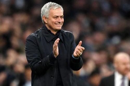 Cột mốc 200 trận thắng chờ Mourinho