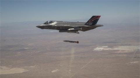 My cong bo anh F-35 thu bom hat nhan B61-12
