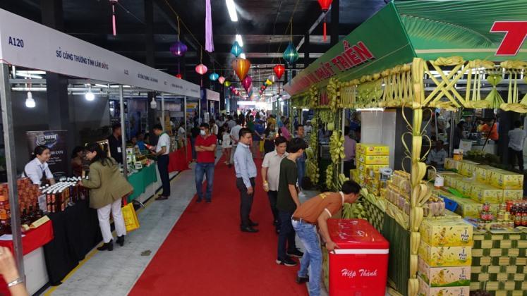 Các gian hàng trưng bày sản phẩm  tại Chương trình Kích cầu tiêu dùng năm 2020.